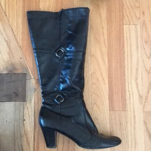 Wide cafe black boots